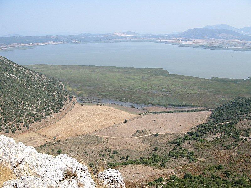 Le lac Voulkaria, photographié du château de l'ancien Palairos.