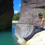 Βουτιές και ψάρεμα στο Ποτάμι των… Στενών