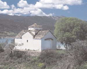 The temple of Ag. Ioannis Rigana is cruciform with a dome and dated to 1815. It is located by the lake of Kastraki a little northerly from the Spoletas bridge.