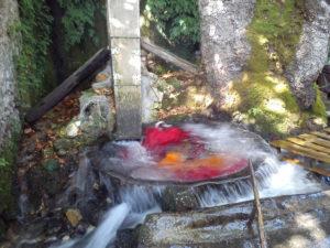 Mια παραδοσιακή νεροτριβή στο Μοναστηράκι