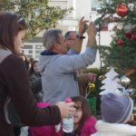 """""""Στολίστηκε το Χριστουγεννιάτικο δέντρο στα Καλύβια"""""""