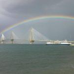 """""""Ένα τεράσιο ουράνιο τόξο στη γέφυρα Ρίου-Αντιρρίου"""""""