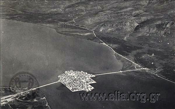 Το Αιτωλικό ως και το τέλος του Β. Παγκοσμίου Πολέμου ήταν εμπορικό λιμάνι και κέντρο ολόκληρης της περιοχής με μεγάλη εμπορική δραστηριότητα.