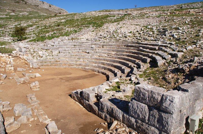 Αποτέλεσμα εικόνας για Το αρχαίο θέατρο της Καλυδώνας