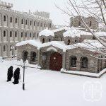 Θαυμάσιες φωτογραφίες από το χιονισμένο μοναστήρι στο Τρίκορφο!