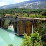 Η εντυπωσιακή πέτρινη γέφυρα Αυλακίου