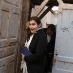 Η Λυδία Κονιόρδου δοκίμασε με ηπειρώτικο τραγούδι την ακουστική του αρχαίου θεάτρου Στράτου