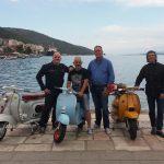 Ιταλοί τουρίστες λάτρεις της βέσπας στην Αμφιλοχία