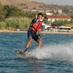 Το πρόγραμμα του 8ου Trichonian Wakeboard Cup που γίνεται στη λίμνη Τριχωνίδα