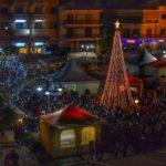 Τα χριστουγεννιάτικα δέντρα λάμπουν στις πλατείες της Αιτωλοακαρνανίας (photos)