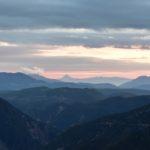 Σε μια κορφή στο ορεινό Θέρμο την ώρα του δειλινού