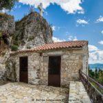 Ο σπηλαιώδης ναός της Αγίας Ελεούσας στη Μυρτιά Τριχωνίδας