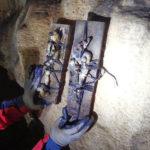 Εντοπίστηκαν κούκλες «βουντού» σε σπήλαιο στο Πετροχώρι Θέρμου