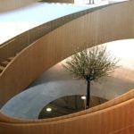 Το γλυπτό «Δέντρο ελιάς» του Άγγελου Παναγιωτίδη κοσμεί τα γραφεία της ΔΟΕ στη Λωζάνη