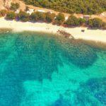 Η μαγευτική παραλία Ασπρογυάλι στον Αστακό