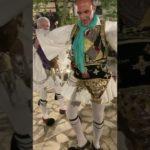 O Νίκος Αλιάγας με φουστανέλα στο πανηγύρι της Αγιά Αγάθης