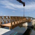 Η νέα εντυπωσιακή ξύλινη πεζογέφυρα στο Αιτωλικό
