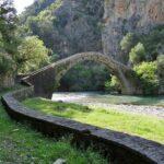 Το πέτρινο τοξωτό γεφύρι της Αρτοτίβας