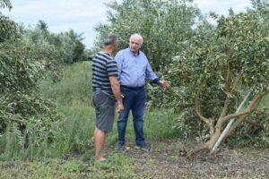 Αυτοψία Κώστα Λύρου στις πληγείσες καλλιέργειες των Οινιαδών