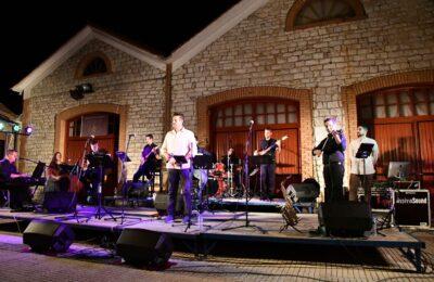 Οι κορυφαίες μουσικές στιγμές του Θάνου Μικρούτσικου μάγεψαν τους Μεσολογγίτες