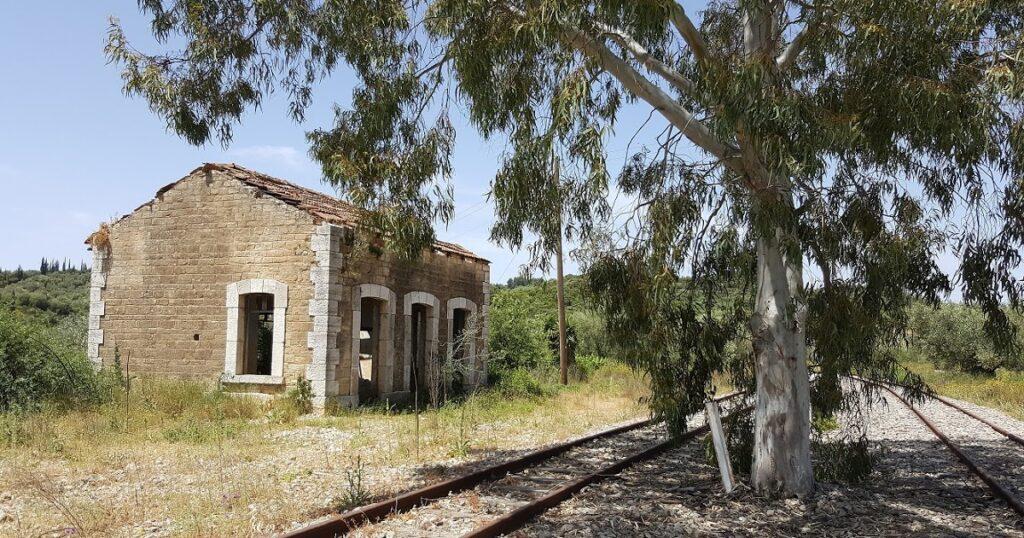 Ο σιδηροδρομικός σταθμός Σταμνάς