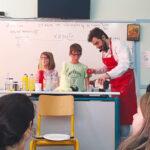 Γιάννη Γουλές: Ο χημικός-ηθοποιός από τον Αστακό που βάζει το Stand Up… Chemistry στα σχολεία