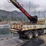 Καθαρισμός από φερτά υλικά στο λιμάνι της Παλαίρου