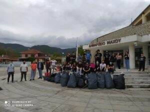 «Save Your Hood»: Μάζεψαν 17 σακούλες σκουπίδια στο Χαλκιόπουλο Βάλτου