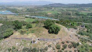 Υπερήφανη και επιβλητική ξανά η ακρόπολη της αρχαίας πόλης της Παλαιομάνινας