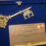 Απονομή του χρυσού κλειδιού του Αστακού στον Αρχιεπίσκοπο κ.κ Ιερώνυμο – Επίτιμοι Δημότες Δήμου Ξηρομέρου οι Ολυμπιονίκες Βούλα Κοζομπόλη και Πύρρος Δήμας