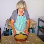 Φτιάχνοντας παραδοσιακό τραχανά (vid)