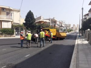 Σε εξέλιξη η ασφαλτόστρωση της οδού Αγίας Βαρβάρας στο Αγρίνιο