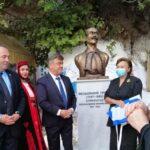 Η προτομή του Θεοδωράκη Γρίβα κοσμεί την πλατεία της Βόνιτσας